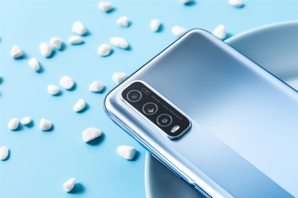 Vivo Y70s Arrives In New 'Cold Silver' Color Variant In China